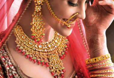 Five Must Have Neck Pieces for Married Women